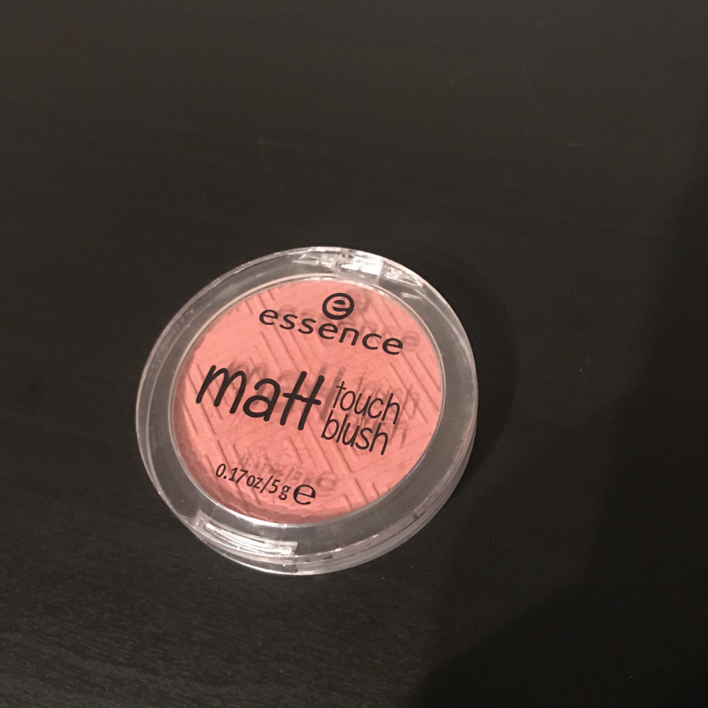 Swatch Matt Touch Blush, Essence