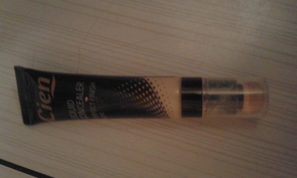 Swatch Correcteur Liquid Concealer, Cien