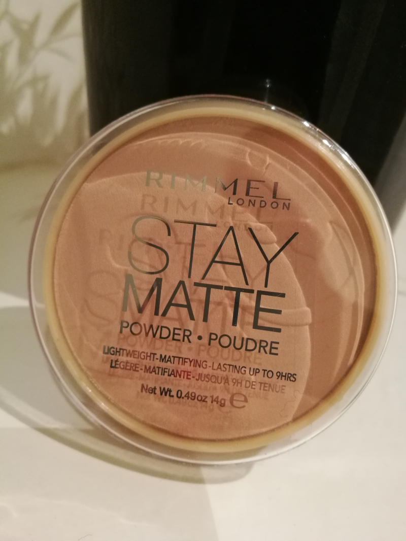 Swatch Stay Matte Poudre compacte Matifiante, Rimmel London