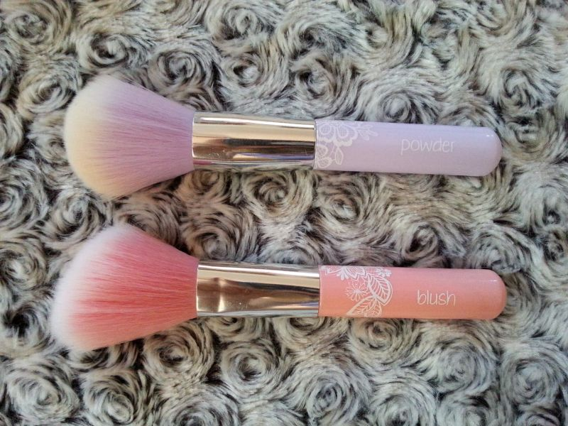 Swatch Blush Brush, Essence