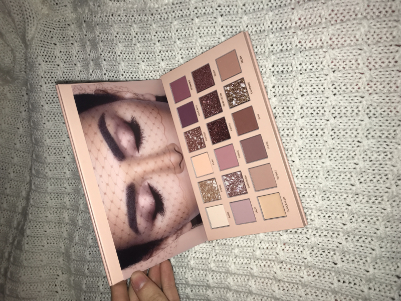 Swatch The New Nude Palette - Palette de fards à paupières, Huda Beauty