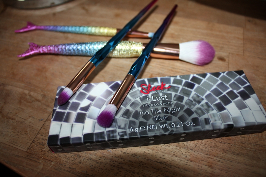 Swatch I-Lust Diamonds In The Rough, Sleek MakeUP