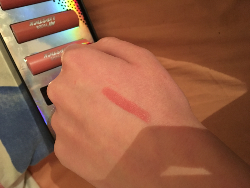 Swatch Kit rouge a levre, Action