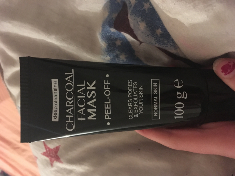 Swatch Charcoal facial mask, Action