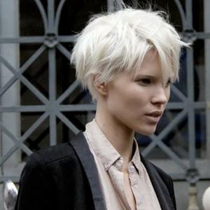 Les cheveux blancs : c'est tendance
