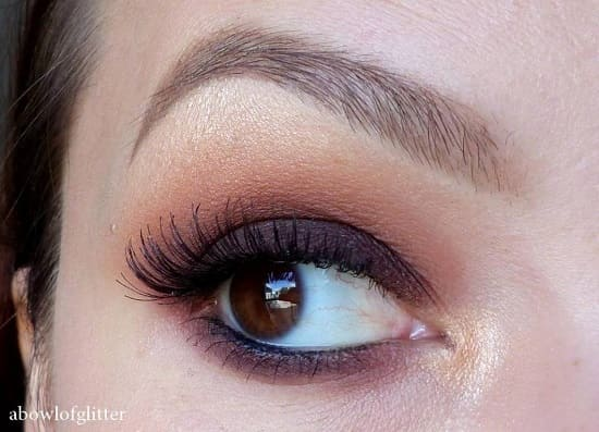 Un maquillage neutre avec un smoky eye marron