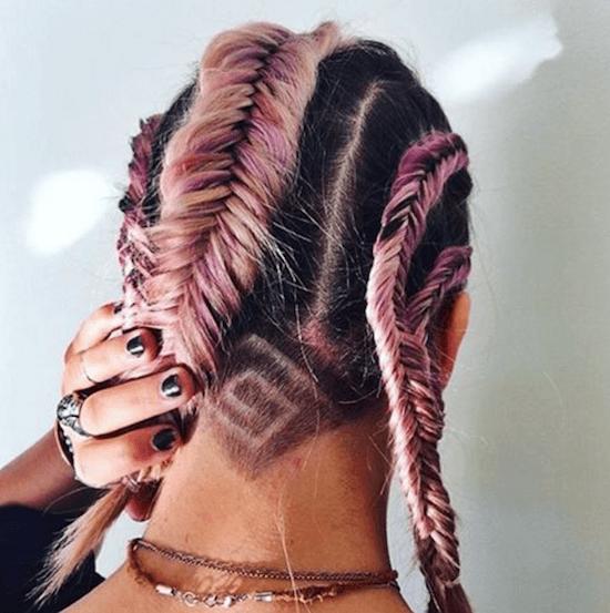 undercut sur cheveux roses et pastel