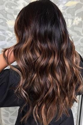 Le balayage caramel pour cheveux bruns