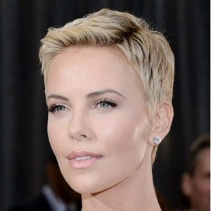 Coupe de cheveux boyish Charlize Theron