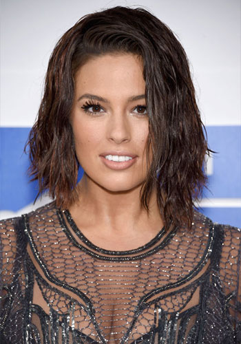 La coupe carré asymétrique d'Ashley Graham automne 2016