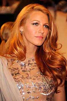 blake lively adopte la coloration blond vnitien aux reflets flamboyants et profonds - Coloration Reflet Blond
