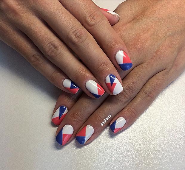 nail art bleu blanc rouge réalisé avec du striping tape
