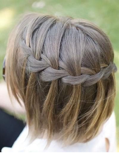 Les 10 meilleures coiffures pour cheveux courts - Tresse en cascade ...